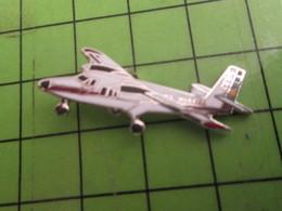 616a Pin's Pins /  Rare Et De Belle Qualité : THEME AVIATION / AVION CIVIL BIMOTEUR - Airplanes