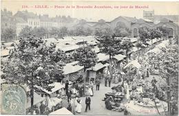 LILLE: PLACE DE LA NOUVELLE AVENTURE UN JOUR DE MARCHE - Lille