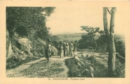 MADAGASCAR  PORTEUSES D'EAU - Madagaskar