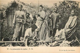 MADAGASCAR  LA PREPARATION DU RAPHIA - Madagaskar