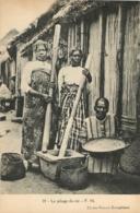 MADAGASCAR  LE PILAGE DU RIZ - Madagaskar
