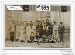 3857 AK/PC/CARTE PHOTO/N°579/ GROUPE D OUVRIER DEVANT USINE A IDENTIFIER - Cartoline