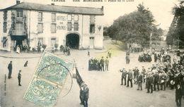 85 - Mortagne - Place De La Lune - Manifestation Civile Ou Militaire Avec Une Fanfare, Devant L'hotel De France - Mortagne Sur Sevre