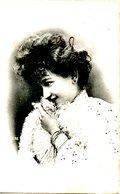 BELGIQUE. Carte Postale écrite En 1910. Femme. - Pin-Ups