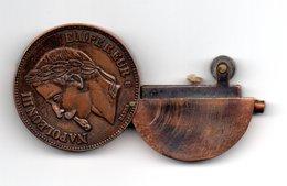 Briquet En Forme De Monnaie Pièce - Empereur Napoléon III - Altri