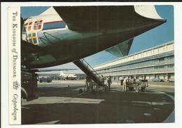 DANEMARK .  COPENHAGUE . KASTRP. THE AIRPORT  . AVION SUR LE TARMAC - Danemark