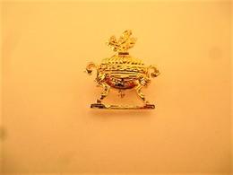 PINS  PARFUM COUPE Dorée / 33NAT - Perfume