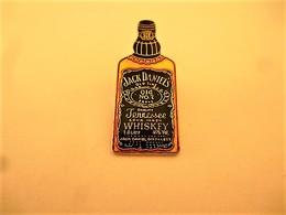 PINS  WHISKY JACK DANIEL'S  LA BOUTEILLE / 33NAT - Beverages