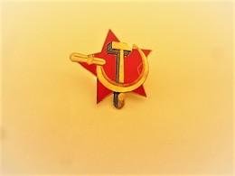 PINS FAUCILLE ET MARTEAU  / 33NAT - Badges
