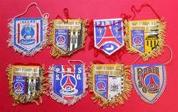 RARE Paris St Germain PSG 8 écussons Fanions Foot Football Anciens à Suspendre En Tissu 10x8cm Souvenir...Souvenir ! - Habillement, Souvenirs & Autres