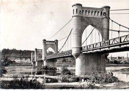 Langeais Le Pont Sur La Loire Coin Plié  CPM Ou CPSM - Langeais
