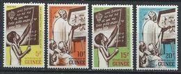 Guinée YT 111-114 XX / MNH Enseignement - Guinea (1958-...)