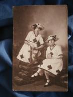 Carte Photo Félix à Orléans  Femmes Habillées En Carte à Jouer Et Tenant Des Tambourins - L402 - Photographie
