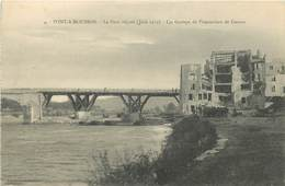 PONT A MOUSSON - Le Pont Réparé, Un Groupe De Prisonniers De Guerre. - Pont A Mousson