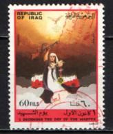 IRAQ - 1984 - GIORNATA DEI MARTIRI - DONNA CON FUCILE E MEDAGLIA - USATO - Iraq