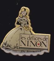 59245-Pin's.Délices De Ninon, Implanté à Malemort En Corrèze. - Food