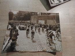 ANCIENNE PHOTO PRESSE ORIGINALE CYCLISME TOUR DE FRANCE A IDENTIFIER VAISE RHONE LYON AUTO PUB - Ciclismo