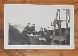 Six  Marins Sur Un Bâteau. 1940 - Guerre, Militaire