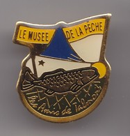 Pin's Le Musée De La Pêche Les Amis De Talmont En Charente Maritime Dpt 17 Poisson Truite Réf 8009 - Steden