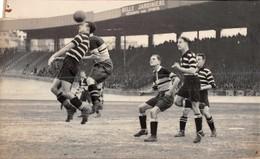 FOOTBALL -  Photo Originale  Des Années 30/40 /50 Non Localisée ( Action De Jeu ) - Sport