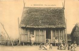 MADAGASCAR  UNE CASE MALGACHE - Madagascar