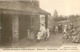 MADAGASCAR  IMERIMANDROSO LES PETITS EN RECREATION - Madagaskar