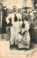 MADAGASCAR  DEUX JEUNES MARIES MALGACHES - Madagaskar