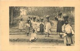 MADAGASCAR ALLONS CHERCHER DE L'EAU - Madagaskar