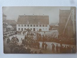 68 GUEBWILLER CARTE PHOTO 22 NOOV 1918 FETE DE LA LIBERATION DEFILE MILTAIRE PLACE ATELIER SCHWALB - Guebwiller
