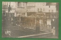 27 - Eure - Cormeilles - Carte Photo Prise Au Monument Aux Morts - Discours - Drapeaux - Unclassified