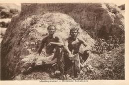 MADAGASCAR  HOMMES SAKALAVES - Madagaskar