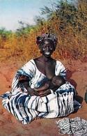Afrique  En Couleurs JEUNE MAMAN Femme Allaitant  (bébé Sourire Sein Nu Allaitement Feeding) (HOA-QUI 3228)  *PRIX FIXE - Cartes Postales