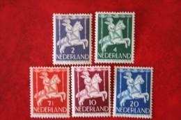 Kinderzegels, Child Welfare Kinder Enfant NVPH 469-473 (Mi 472-476) 1946 Ongebruikt / MH  NEDERLAND / NIEDERLANDE - Period 1891-1948 (Wilhelmina)