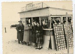 Boutique SOUVENIR Plage Beach Carte Postale Presentoir SCHEVENINGEN Pays-bas Hollande - Personnes Anonymes