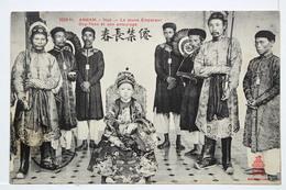 ANNAM - Hué __ Le Jeune Empereur Duy-Than Et Son Entourage - Viêt-Nam
