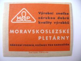 Czechoslovakia Matchbox Label 1964 - Moravian-Silesian Knitting Mills Roznov Pod Radhostem - Boites D'allumettes - Etiquettes