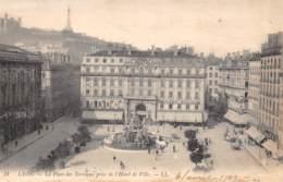69 - LYON - La Place Des Terreaux Prise De L'Hôtel De Ville - Autres