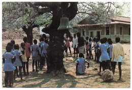 BOTSWANA - DURING A BREAK AT CENTRAL PRIMARY SCHOOL IN SEROWE / BELL / THEMATIC STAMPS-FRUITS - Botswana