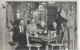 AK 0096  Gesellige Runde In Einer Tiroler Gaststube ( Hütte ) Um 1928 - Hotels & Gaststätten