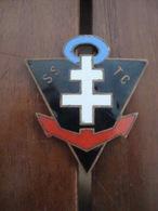 Béret AFAT Et Insigne Service Sociale Des Troupes Coloniales - Indo - Indochine. - Casques & Coiffures