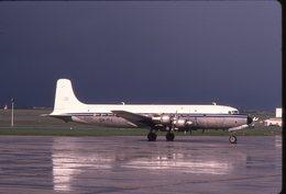 SLIDE / AVION / AIRCRAFT   KODAK  ORIGINAL     ARMEE DE L AIR  DC 6  64/PJ  /  N72522 - Diapositives