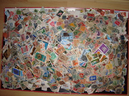 MONTAGNE DE TIMBRES + 4KG - Stamps