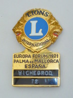 GROS BADGE LION'S CLUB, FORUM EUROPEEN 1971, PALMA DE MALLORCA - Associations