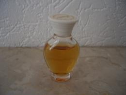 Miniature Rochas Femme 3ml Etiquette Sur Bouchon - Vintage Miniatures (until 1960)