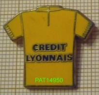 BANQUE   CREDIT LYONNAIS   CL   MAILLOT JAUNE DU TOUR DE FRANCE CYCLISTE En Version ZAMAC DECAT - Banks