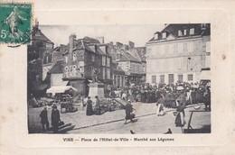 VIRE  -  Place De L ' Hôtel De Ville -  Le Marché Aux Légumes - Vire