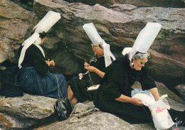 Costume BIGOUDEN...edit  Jos..no..267..brodeuses Sur Les Rochers De PENMARCH - Bretagne