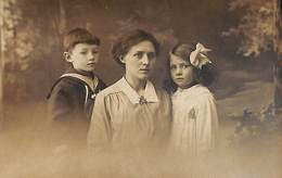 Fotokaart Carte Photo Famille Enfant Femme (Photo J. Van Der Heyden Anvers) - Groupes D'enfants & Familles
