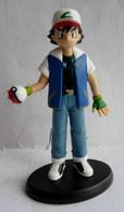 FIGURINE POKEMON SACHA TOMY 1998 Avec Socle - Pokemon