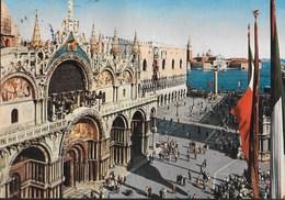 VENEZIA - BASILICA DI S. MARCO - VIAGGIATA 1974 FRANCOBOLLO ASPORTATO - Chiese E Cattedrali